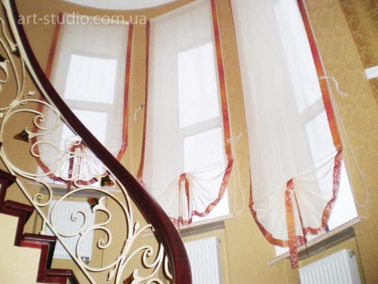 Римские шторы на лестницу